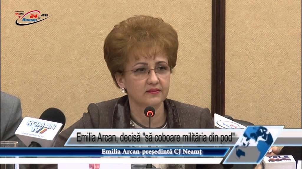 Emilia Arcan, decisă să coboare milităria din pod
