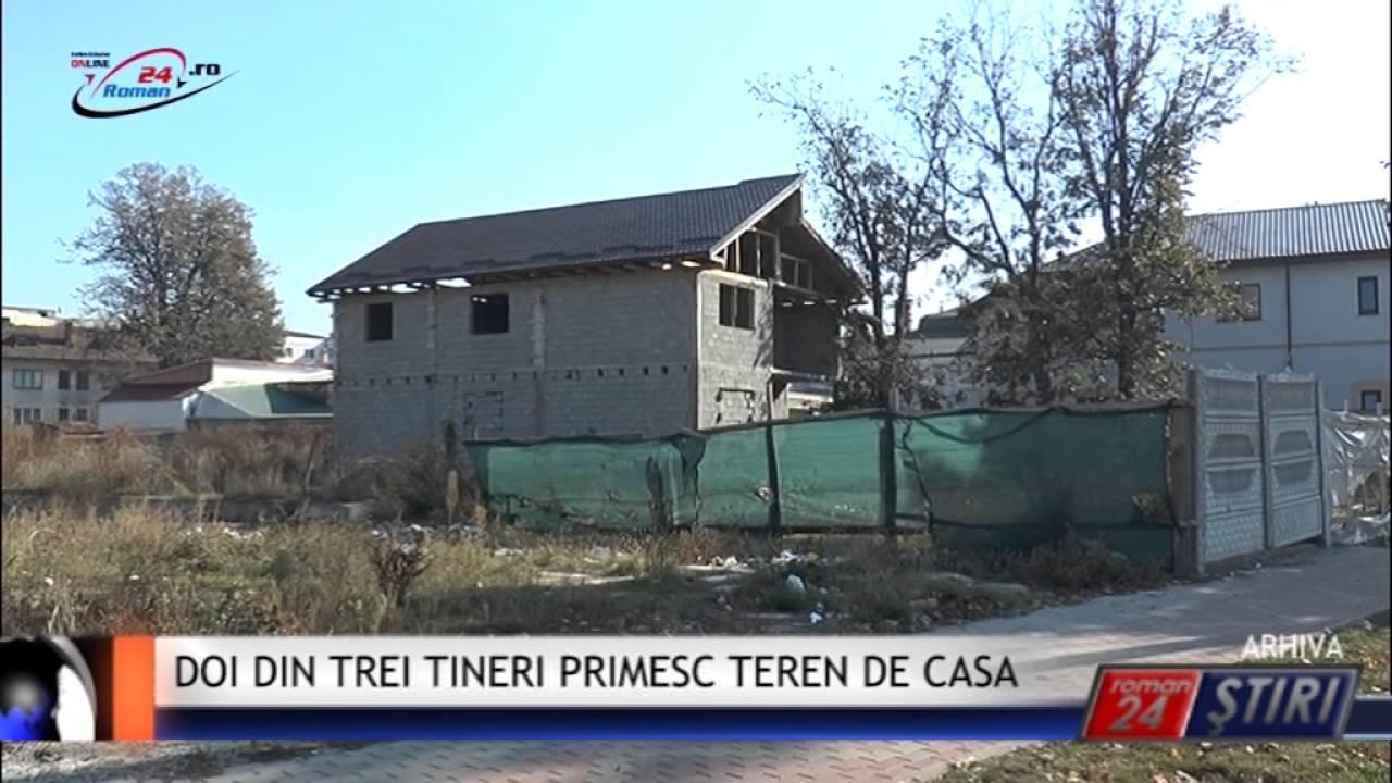 DOI DIN TREI TINERI PRIMESC LOC DE CASA