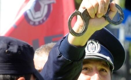Un fost sef din Politie, judecat pentru multiple spagi, a fost reangajat tot in Politie