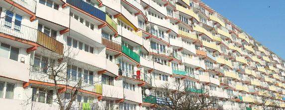 Românii care nu-şi mai pot plăti ratele pentru casă pot cere primăriei o locuinţă de sprijin