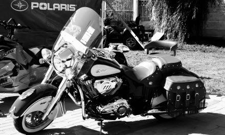 IUBITORII DE MASINI ISI POT CLATI OCHII CU FORME FRUMOASE SI MOTOARE PUTERNICE, IN STRAND – galerie foto