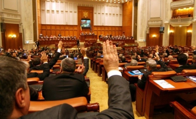 Salariile parlamentarilor s-au dublat. Cât câştigă acum aleşii