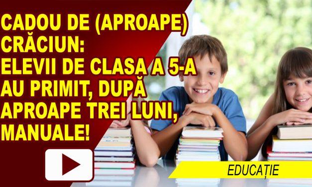 ELEVII DIN CLASA A CINCEA AU PRIMIT, ÎN SFÂRȘIT, MANUALELE