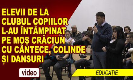 ELEVII CLUBULUI COPIILOR L-AU INTAMPINAT PE MOS CRACIUN