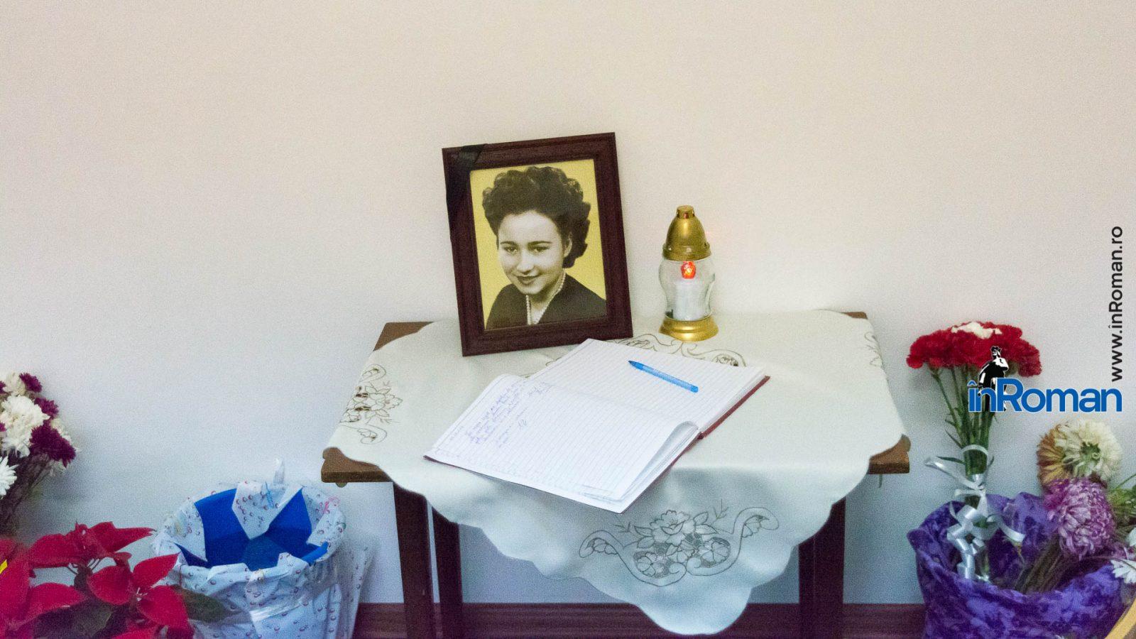 Cartea in care sute de oameni au lasat un mesaj in amintirea Minodorei Ursachi / sursa foto: inroman.ro