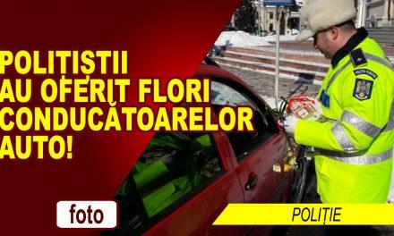 POLIȚIȘTII NEMȚENI AU ÎNTÂMPINAT CONDUCĂTOARELE AUTO CU FLORI
