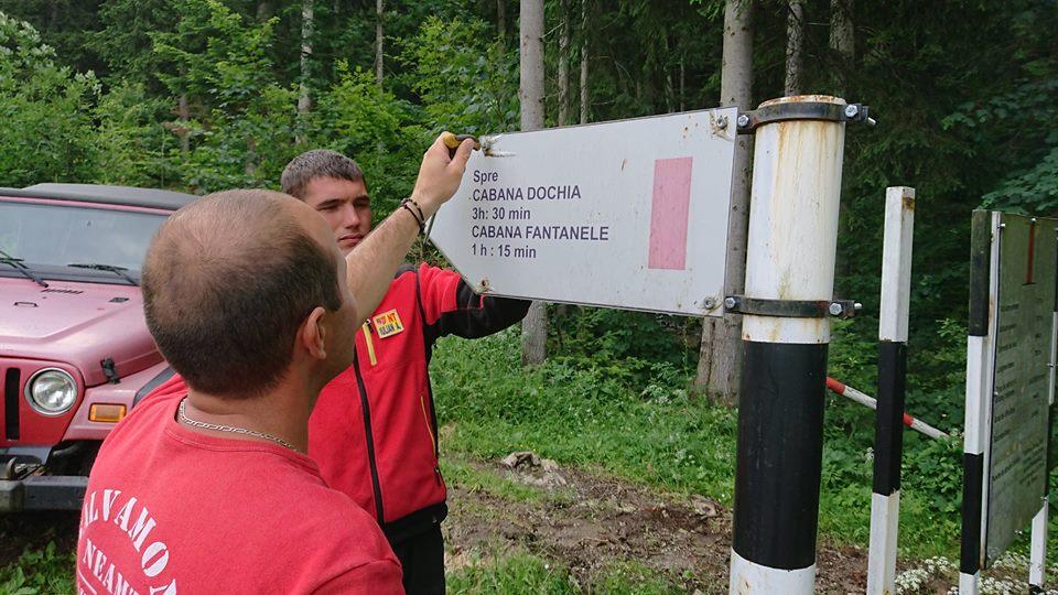 Incepand de astazi, Salvamont Neamt schimba indicatoarele de directionare de pe toate traseele turistice din Masivul Ceahlau