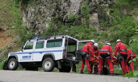 Salvamont Neamt a intervenit pentru salvarea unui copil accidentat in zona cascadei Duruitoarea