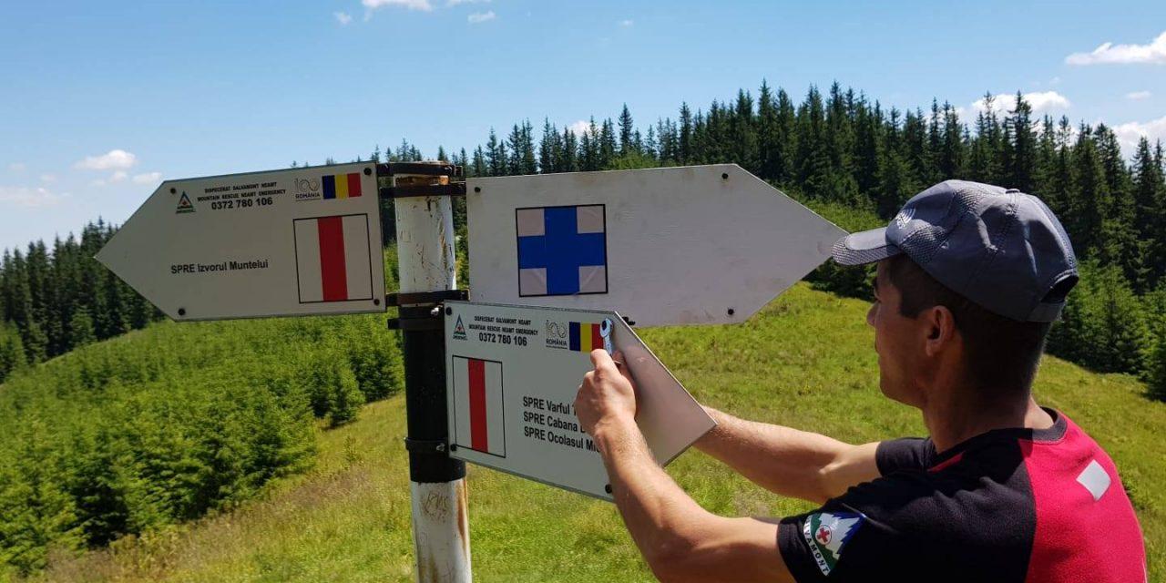 Actiunea de schimbare a indicatoarelor de pe traseele din Parcul National Ceahlau finalizata pe 90 % din trasee