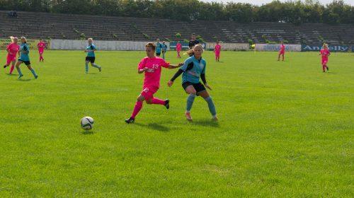 ACS Vulpitele Galbene Roman-Fotbal Feminin : Ne vedem la 15.30, pe terenul de sport al Seminarului Franciscan!