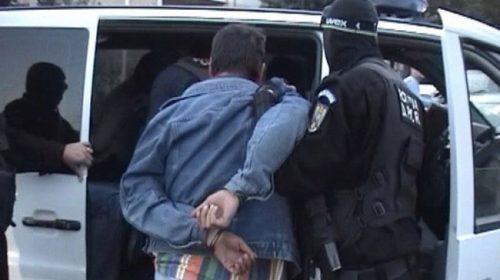 Tineri din Iași, arestați în Roman, pentru tâlhărie