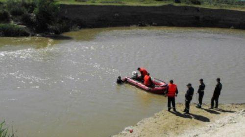 Pompierii au scos trupul neînsuflețit al unui bărbat, din râul Moldova, în zona podului de la Horia