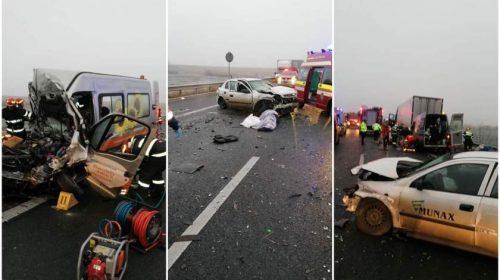 Impact mortal pe autostrada A1 între un TIR, un microbuz cu pasageri şi o maşină