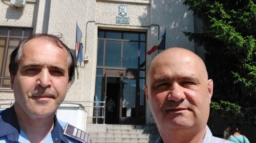 """POLIȚIȘTI ATACAȚI CU CUȚITUL, la Roman –  JUDECĂTOR: """"REFACEȚI ANCHETA!"""""""